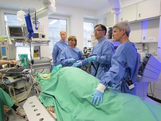 医生寻5年前手术失败患者 改进技术手术终成功