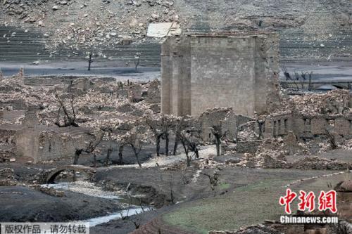 西班牙小镇被洪水淹没消失60年 因干旱重见天日(图)