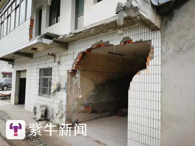 [居民家的外墙被撞出个大窟窿]