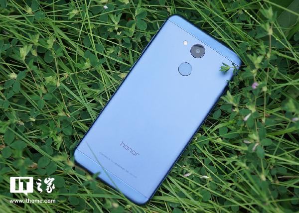 荣耀 V9 play手机体验评测:颜值尚可,性能够用|