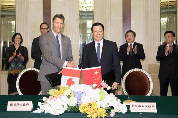9月8日上午,上海市市长应勇会见加拿大温哥华市市长罗品信一行。 张春海 图