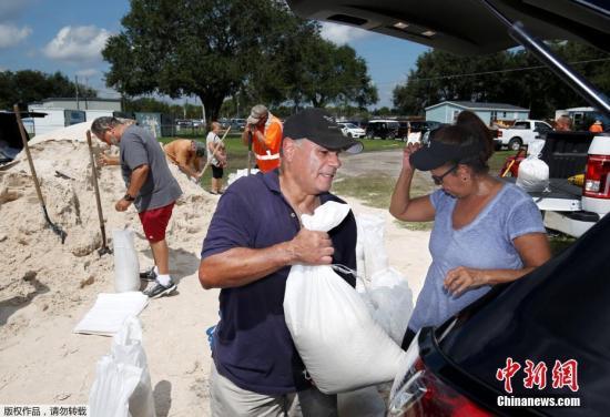 """""""世纪飓风""""来势汹汹 美国560万人撤离(图)"""