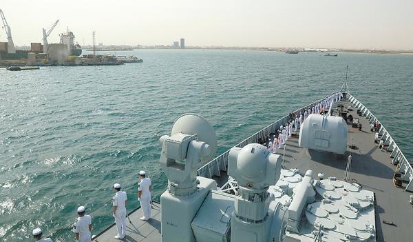 中国海军第27批护航编队海口舰抵达吉布提港。 中国军网 图