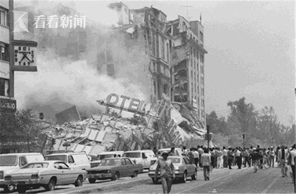 墨西哥地震现场:43米高独立碑纪念塔来回摇摆