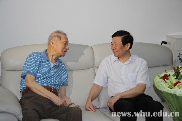 查全性,卓仁禧院士对湖北省委领导,校领导的关心表示感谢.图片