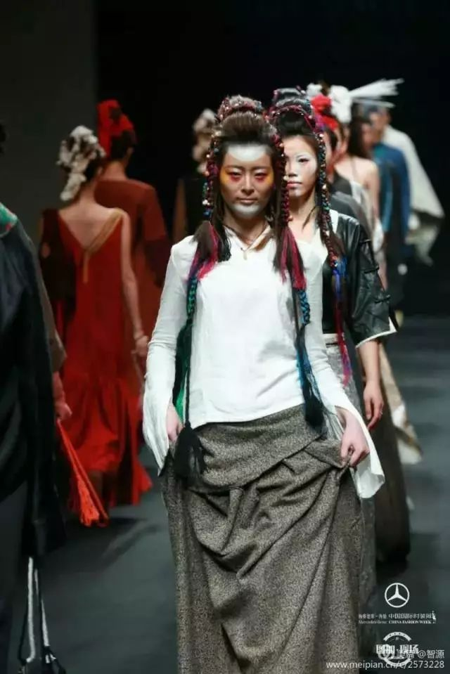 藏语Rap、时尚藏装,西藏年轻人原来这么潮|西