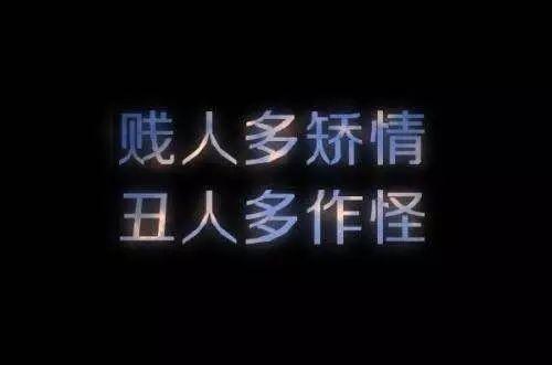 """这人叫嚣""""支那人滚回中国"""" 被曝合影行纳粹礼"""