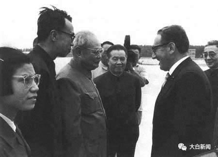 王海容出席外事运动