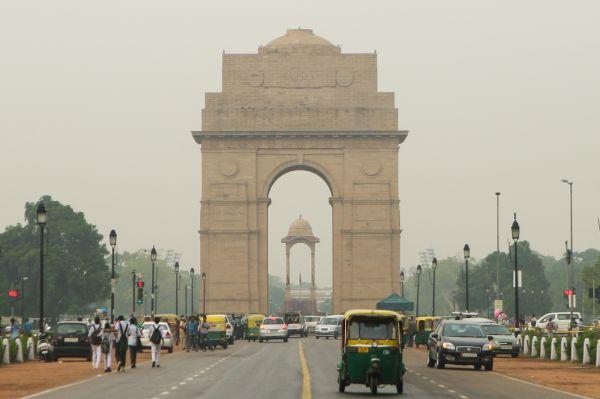 资料图片: 这是2014年9月10日拍摄的印度首都新德里标志性建筑——印度门。   新华社记者郑焕松摄
