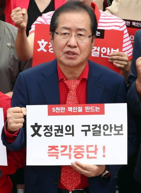 """自由韩国党党首洪准杓呼吁""""以核制核"""""""