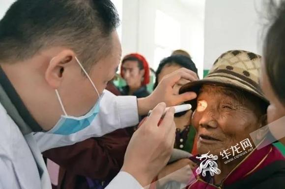 帮助106名白内障患者摆脱黑暗 重庆援藏医疗专家把光明送进昌都