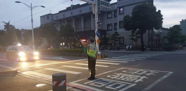 台湾大停电,警方疲于奔命。(图片来源:台媒)