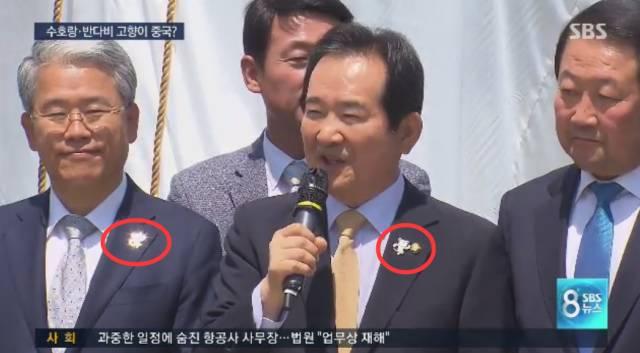 韩国许多议员在担任冬奥会宣传大使时佩戴的吉祥物徽章,也是中国制造!