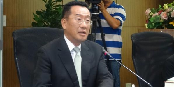 """台湾""""金管会""""新任主委顾立雄强调,将强化公司治理,以棒子与胡萝卜并用。(图片来源:台媒)"""