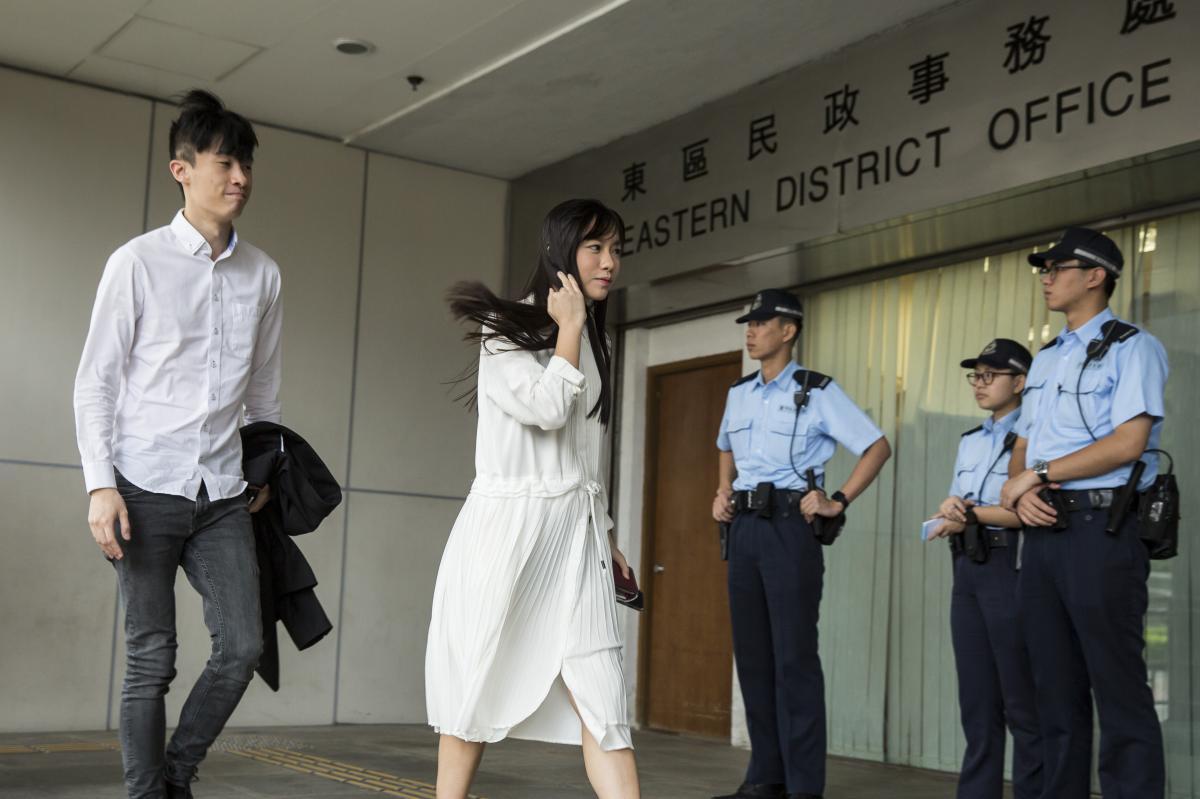 梁颂恒及游蕙祯若未能在今日内归还薪津,行管会将入禀法院追讨。(图源:香港橙新闻)