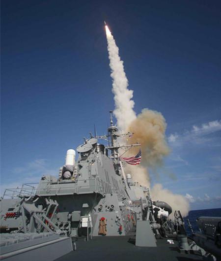 图:美国海军宙斯盾驱逐舰发射SM-3导弹。(来源:麻吉岛旗舰店美国海军)