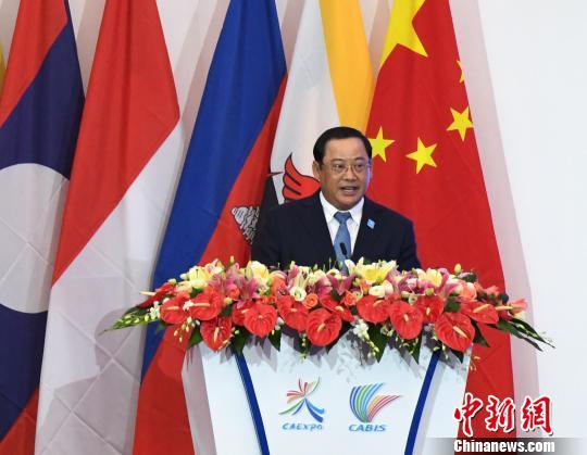 图为老挝副总理宋赛·vonzoey梵佐伊旗舰店西潘敦发表演讲。 俞靖 摄