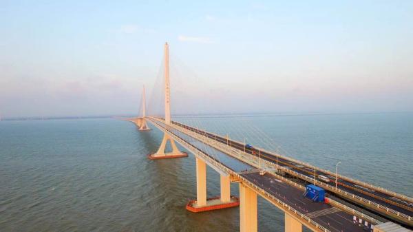 上海长江大桥。 本文图片均由 上海路政部门 供图