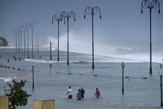 """狂风、暴雨、洪水——飓风""""艾尔玛""""横扫加勒比"""