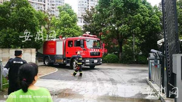 消防车在小区扑空。