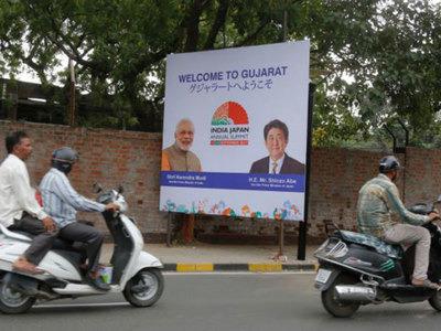 艾哈迈达巴德路边广告牌。(图片来源:印度时报)