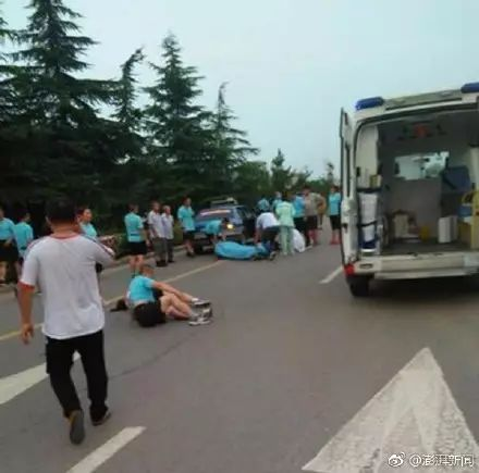 """7月8日5时许,临沂山鹰户外旗下""""涑河黎明健跑队""""在晨跑时发生事故,一辆出租车冲向人群,造成一死两伤。"""