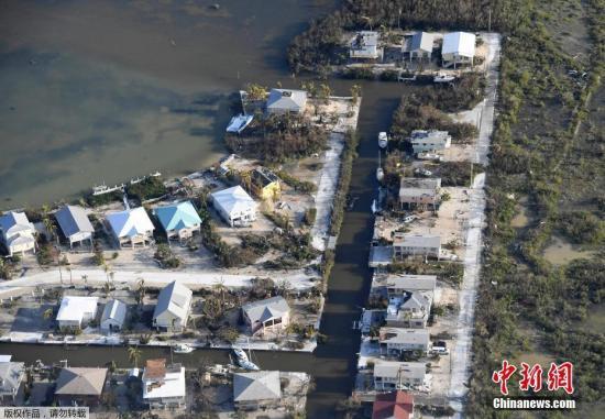 """资料图:当地时间9月11日,航拍飓风""""艾尔玛""""袭击后的美国佛州南部佛罗里达群岛景象<b>户外尖锋旗舰店</b>。"""