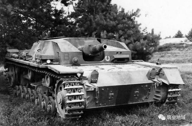 早期的短管75mm炮的III号突击炮