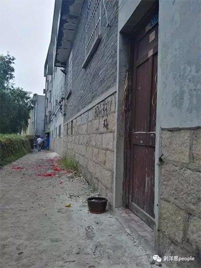经过简单而仓促的仪式过后,缪家关上大门,不愿再见客。