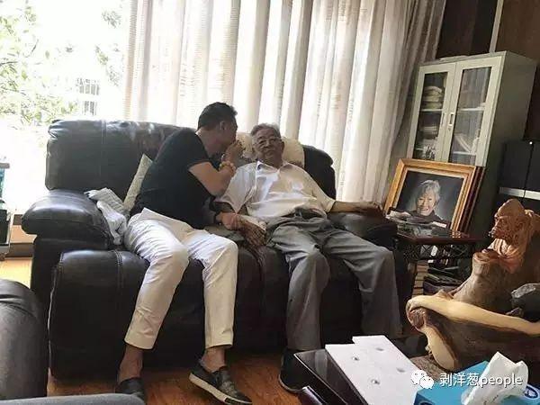9月13日,褚时健在家中休息。图片来自网络