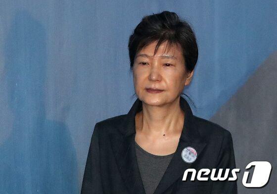 韩媒:自由韩国党最早今天劝朴槿惠退党