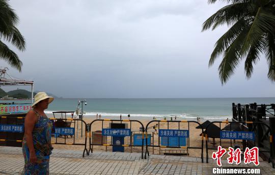 9月14日,三亚大东海景区海滩关闭。 尹海明 摄