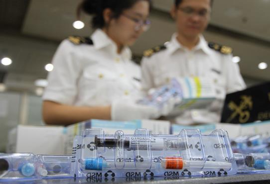 闸口海关查获大量疫苗。珠江晚报 图