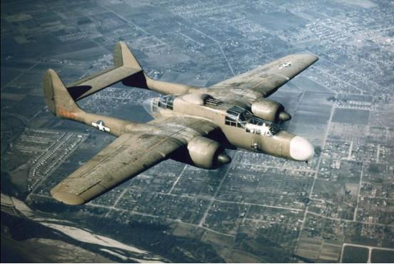 图:美军二战装备的P61夜间远程截击机