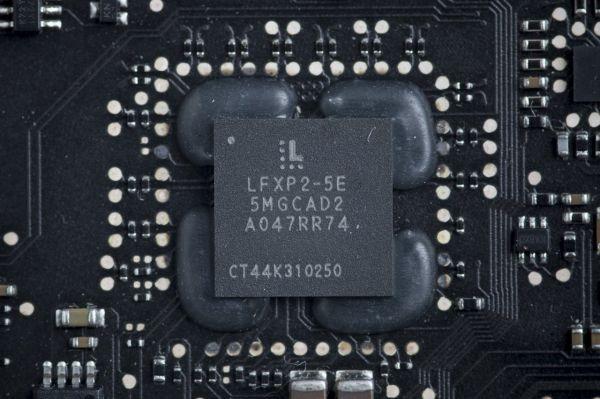 资料图:一台笔记本电脑上的莱迪思半导体公司的芯片。(美国《华尔街日报》网站)