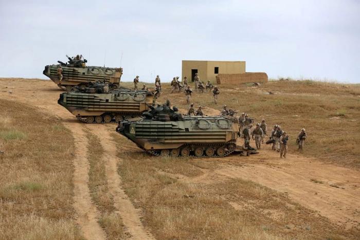 图为2014年美国海军陆战队在彭德尔顿基地训练。