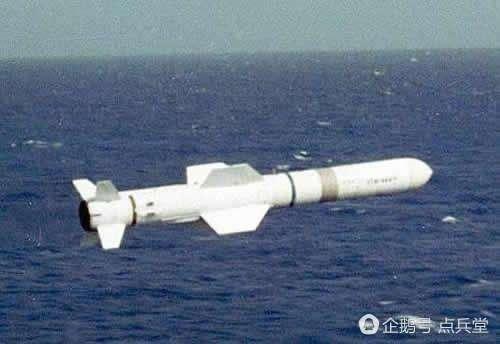 """像""""鱼叉""""这样的导弹,哪怕顺利突防,也会被055强大的电子干扰能力瞬间闪瞎制导雷达。"""