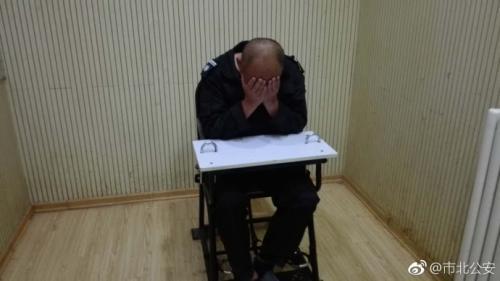 打人男子。图片来源:青岛市公安局市北分局官方微博