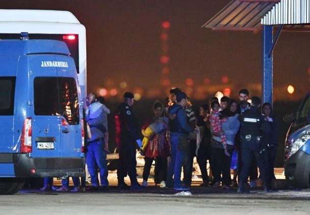 船上大部份难民来自伊拉克。(图片来源:法新社)