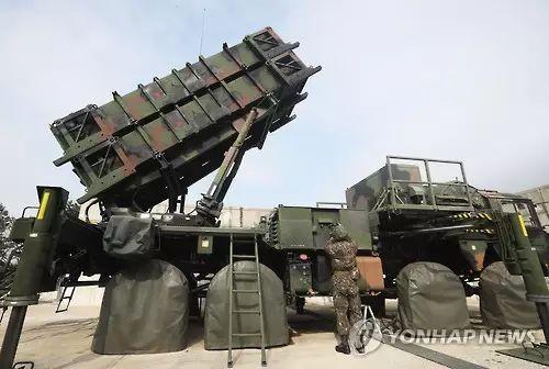 """韩国空军""""爱国者""""导弹发射车 (图源:韩联社)"""