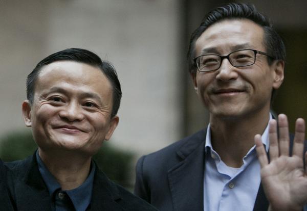 马云(左)、蔡崇信(右)。 视觉中国 资料