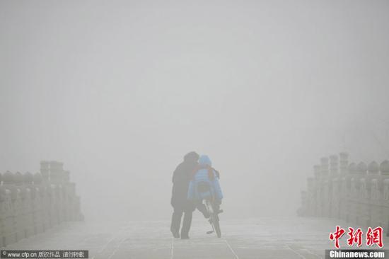 资料图:往年河北雾霾天气。贺志泉 摄 图片来源:CFP视觉中国