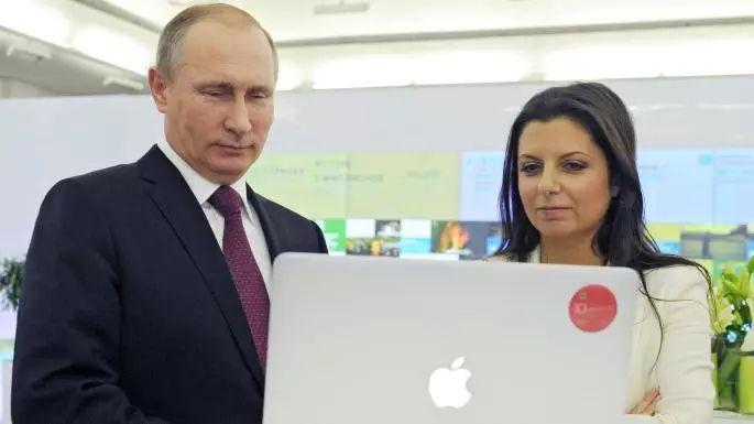 普京和RT的主编人员