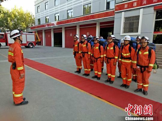 图为库车县公安消防年夜队做救济筹备。 库车县公安消防年夜队供给 摄