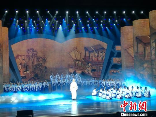 2017洛阳河洛文旅节揭幕式晚调演呈现场。 孟庆梅 摄