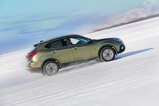 这是国产SUV性能不错,价钱定位在十万左右的家庭用车