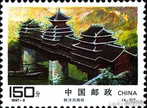 """(4-3)为""""跨河风雨桥""""。画面采用横式构图及金黄色调,展现了跨河风雨桥的婀娜多姿和独特风貌。"""