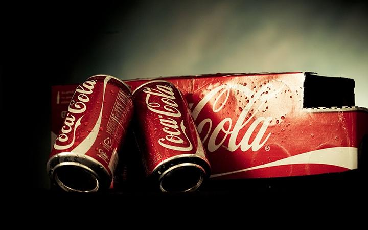 为了强调自己不只卖可乐,可口可乐发了这样一则广告