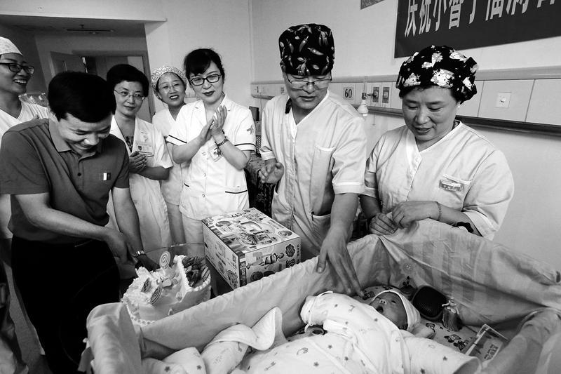 西北最小胎龄宝宝喜迎百天 出生体重仅640克