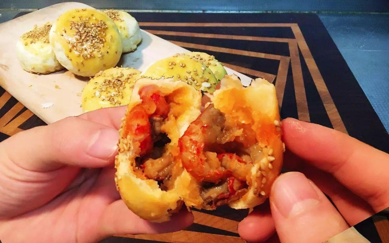月饼界泥石流又出新!自贡出了个冷吃兔月饼,至于味道,只有一个字…